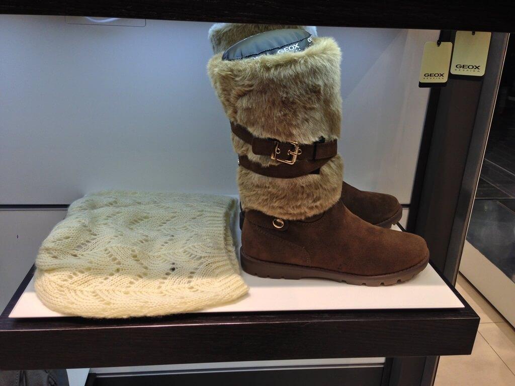 Przyznaję, nie wiem czy to jest futro z mamuta, czy dywanik pod łóżko owinięty wokół buta.