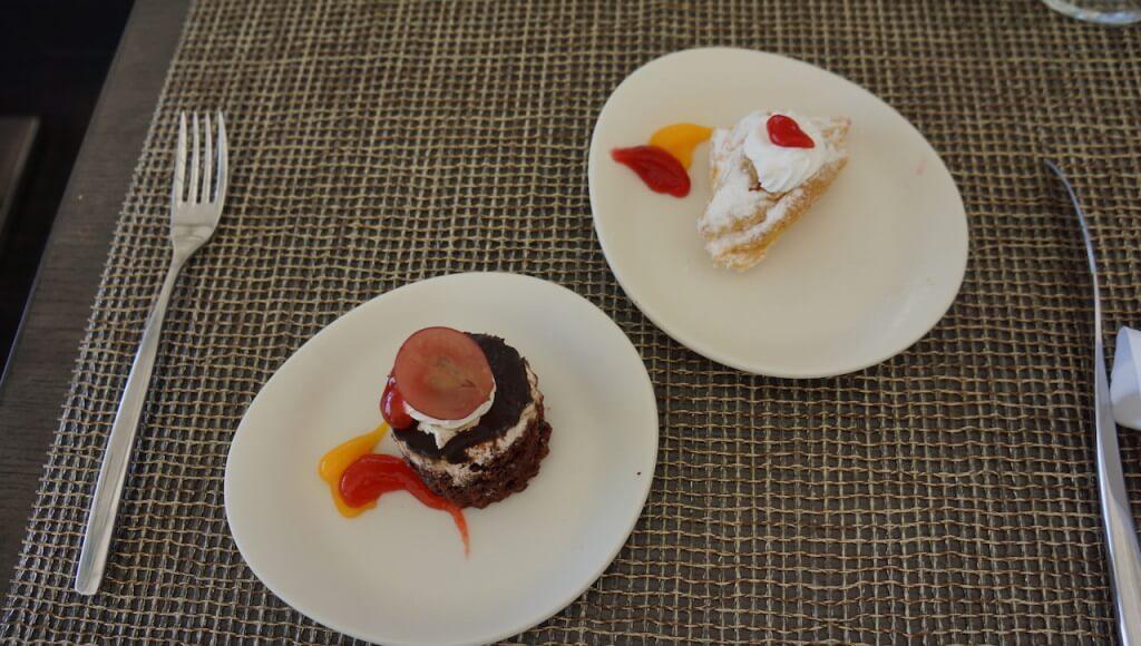 Słodkości na zdjęciach nie wyglądają źle. Niestety smakują jak zwyczajne ciastka z dużą ilością kremów. Może się czepiam?