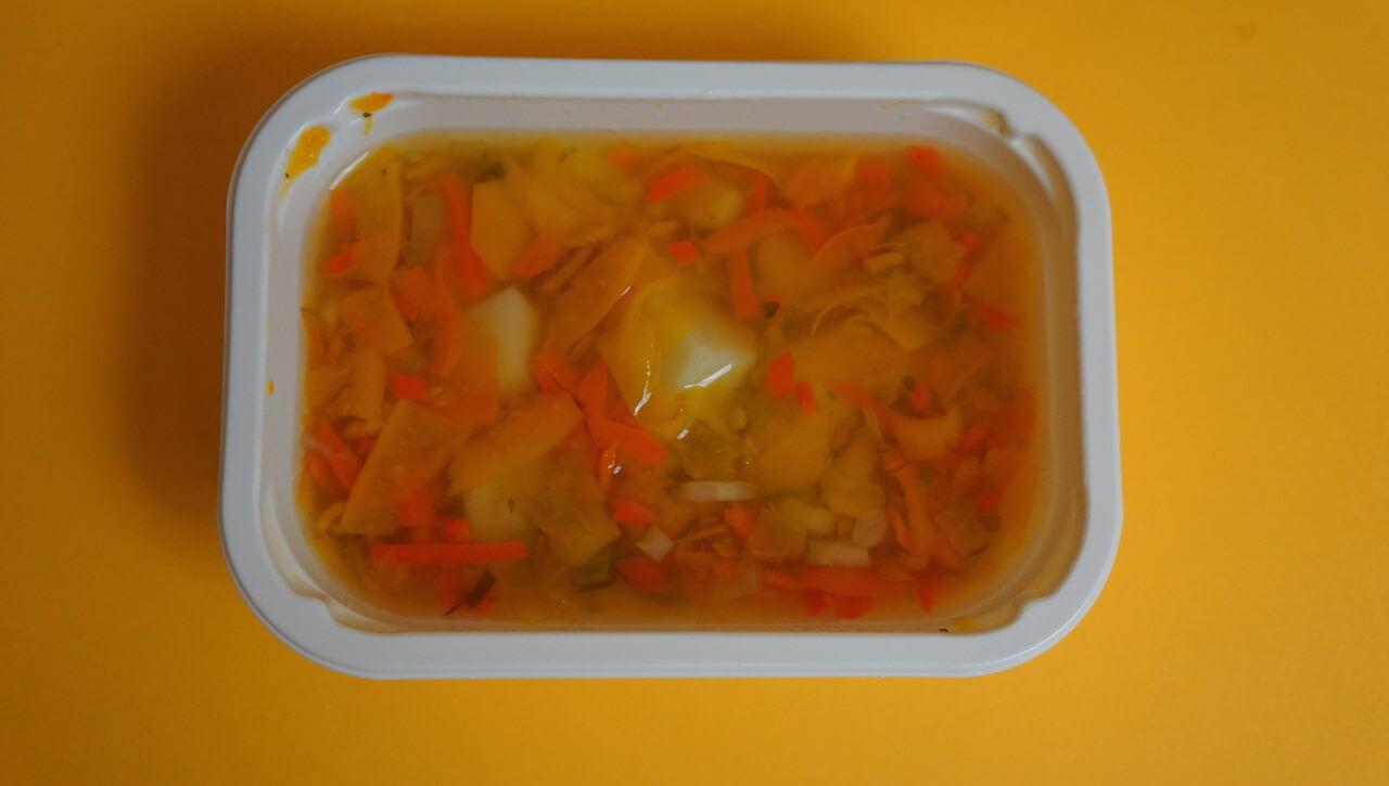 Drugie śniadanie. To chyba była zupa pomarańczowa. Nie trafili w mój gust. Nie zjadłem, ale bez żalu, bo trudno, by wszystko mi smakowało. Luz. Jutro będzie lepiej.
