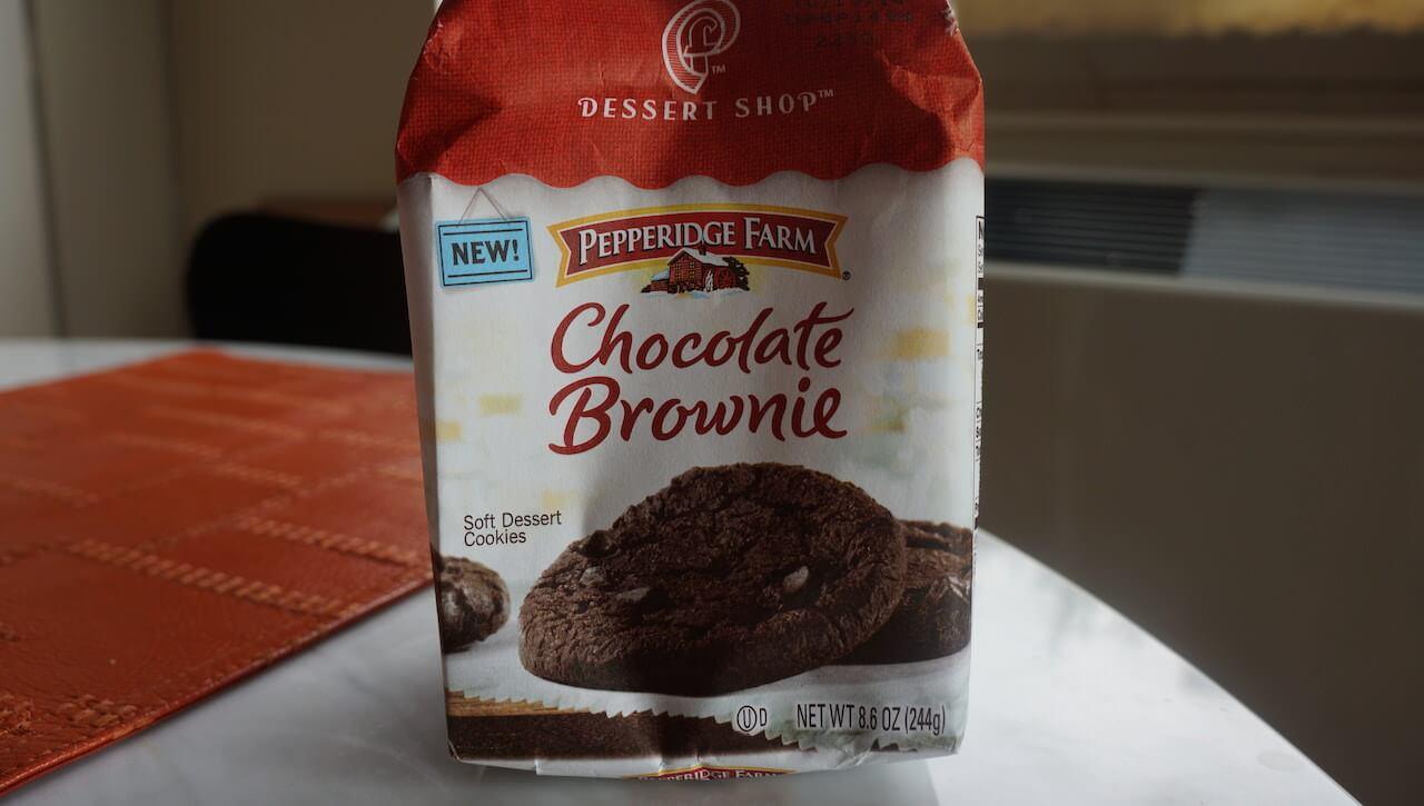 Brownies. Tych ciastek szukam w każdym kraju, w jakim mam przyjemność podróżować, ale niestety poza USA nigdzie ich nie widziałem. Lepszych brownies nikt nie robi. Nawet twoja babcia.