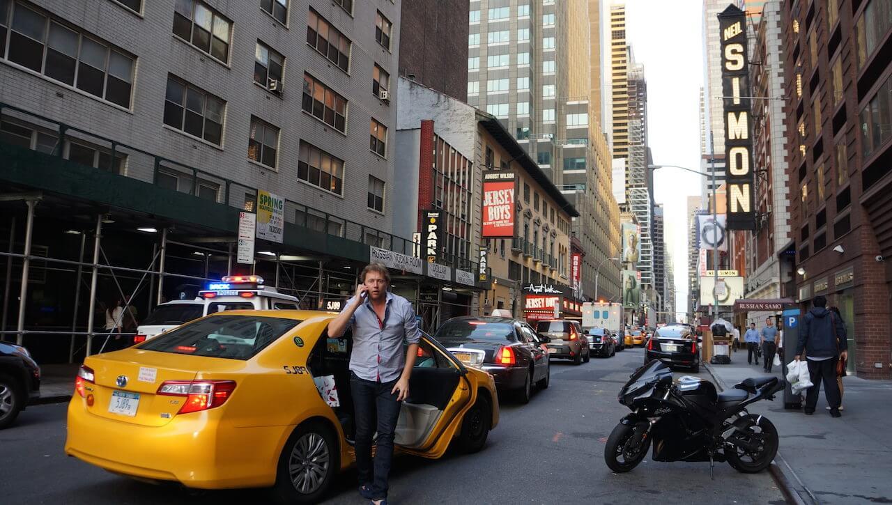 Żółtymi taksówkami. Za każdym razem swój pobyt w NYC zaczynałem od długiej jazdy taksówką na Manhattan. W tym roku 2 godziny w korkach staliśmy, ale ani przez moment się nie nudziłem.