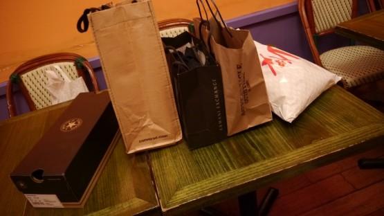 Ostatecznie aż tak dużo nie kupiliśmy, a ze wszystkiego najbardziej jestem zadowolony z tego, co jest w tej czarnej torbie. Najlepsza kurtka jaką miałem od czasów I Komunii Świętej.