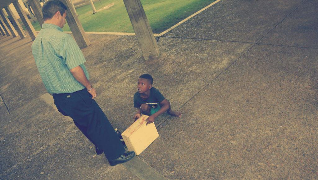 Zastanawiam się, czego bardziej uczy się to dziecko. Przedsiębiorczości czy posłuszeństwa?
