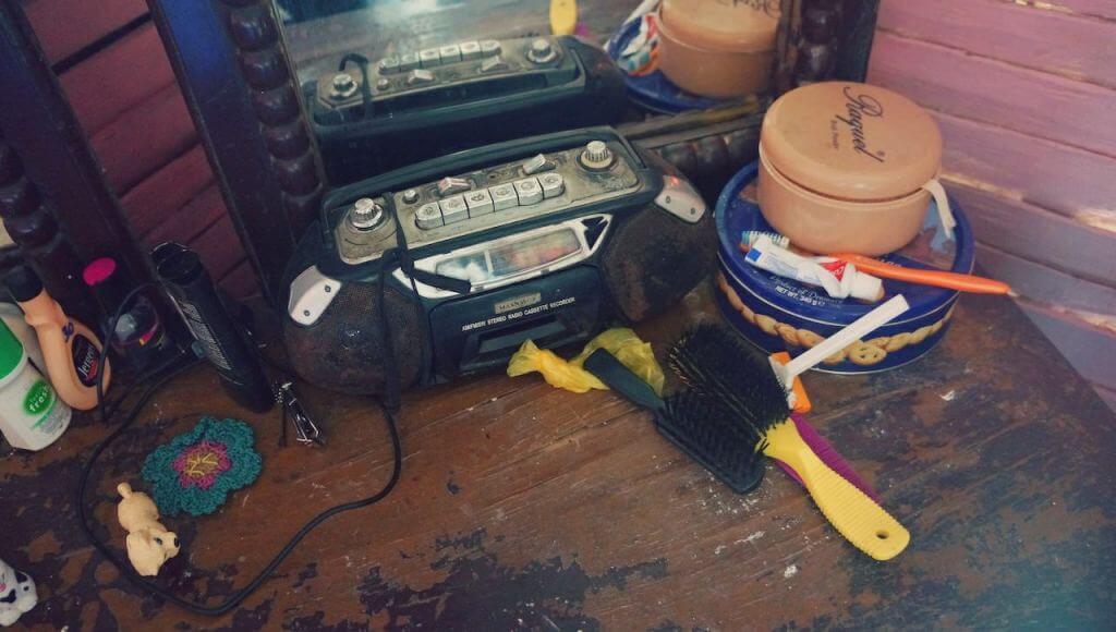 Minęły wieki, od kiedy ostatni raz widziałem magnetofon na kasety. Kiedy byłem mały, na urodziny dostałem od Babci Kominkowej wymarzony prezent – jamnika. Dziś to słowo kojarzy się wyłącznie z gatunkiem psa.