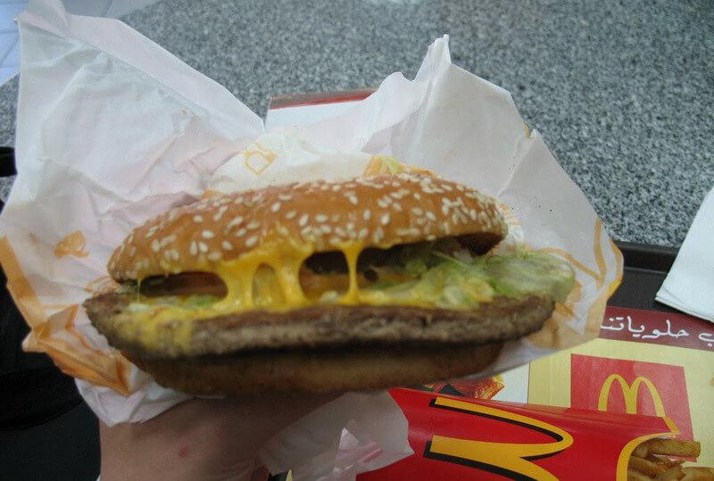 Zjadalnego cheesburgera.