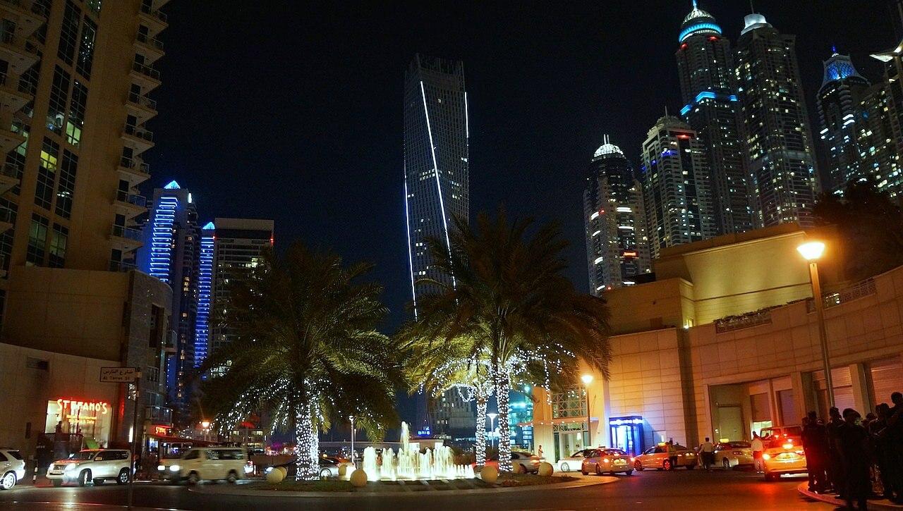 Dzisiaj tylko kilka fotek z Dubai Marina, ale nie chcę słyszeć żadnych narzekań. Te kilka fotek robiłem od 18:00 do 23:00. Właściwie to zrobiłem 389 zdjęć. Poszły do kosza. Ja już taki jestem. Potrafię bardzo długo czekać na idealny moment. Dobra, już nie gadam, bo rozpraszam.