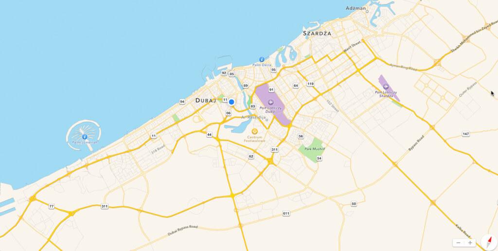 A oto plan miasta. Zwróćcie uwagę na trzy szczegóły. Tę palmę na zatoce z lewej. Tę niebieską kropkę w środku mapy. I jak chcecie to sobie znajdźcie trzeci szczegół. Ale nie musicie.