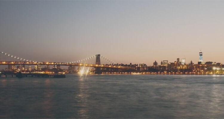 Nowy Jork nie budził się do życia, bo to miasto nigdy nie zasypia.