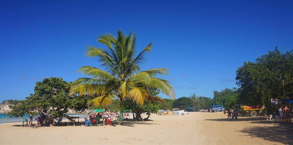 Z Santo Domingo pojechałem na publiczną plażę. Nie ma tu hoteli, strażników i pań podających drinki.