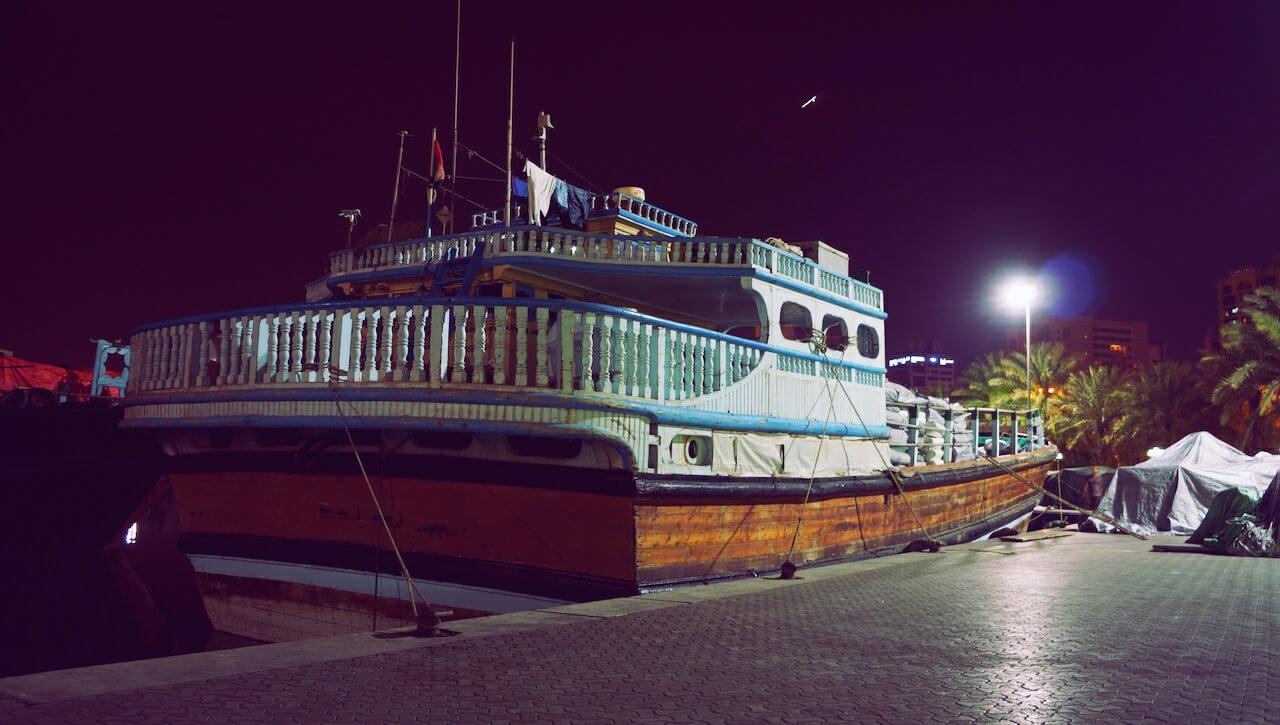 piekny-statek-w-dubaju