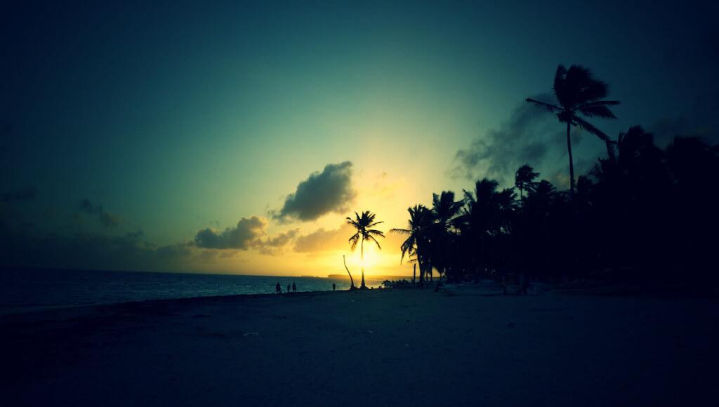 Budzik wyrwał mnie z łóżka o 6:33. O 6:35 byłem na plaży, aby zdążyć na wschód słońca.