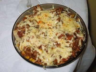A to inne spaghetti ze wszystkim. Najstarsze zdjęcie, jakie znalazłem. 2007. Jeśli zastanawiacie się, dlaczego akurat położyłem talerz na brzegu stołu, to mogę tylko domyślać się, że to było jedyne miejsce z czystym obrusem.