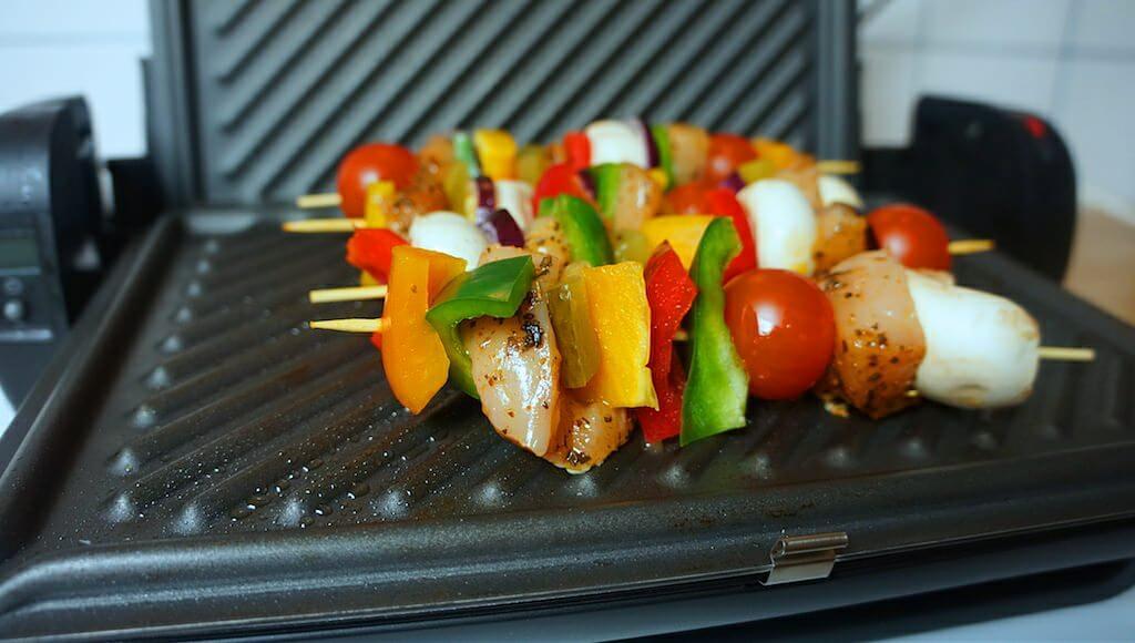 Pokrywa na grillu sprawdziła się rewelacyjnie. Świetnie przypiekła mięso i warzywa z obu stron.