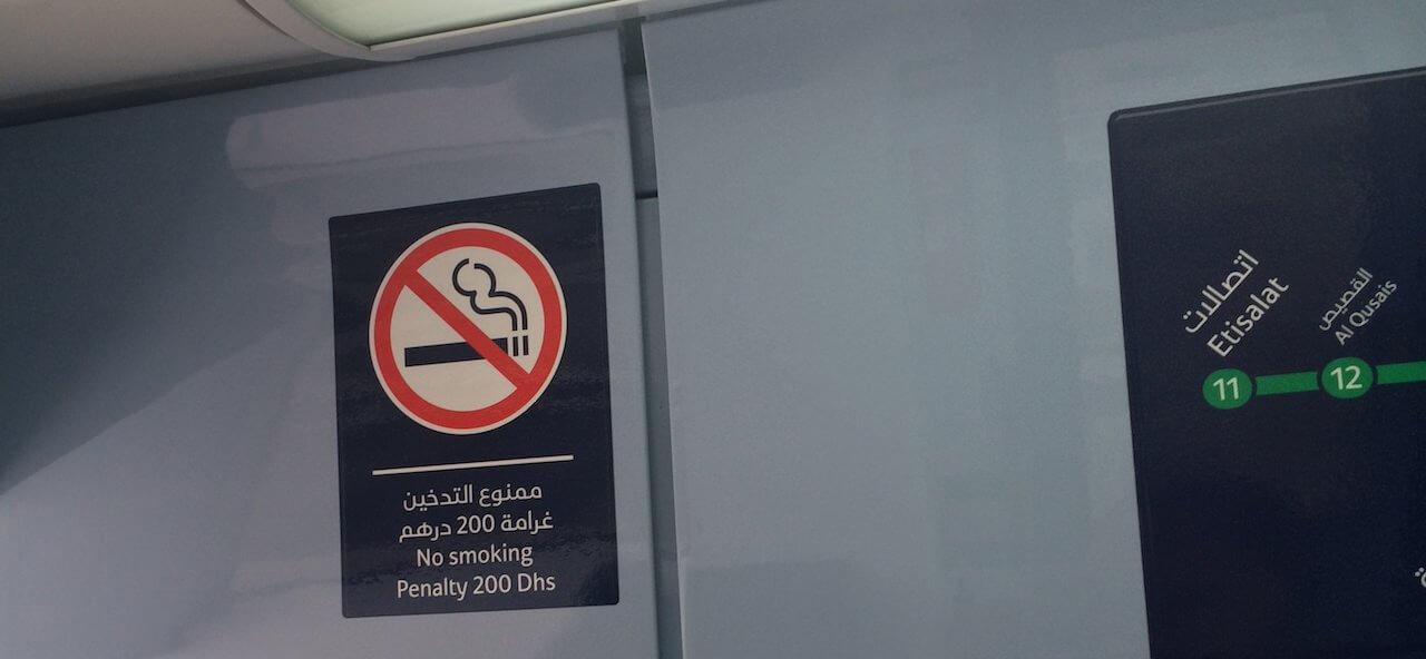 Nie pal na stacji.