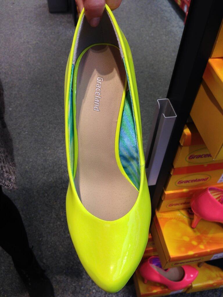 Idealne dla kobiet chodzących nocą po ulicy. Odblaskowe buty. Nikt cię nie potrąci.