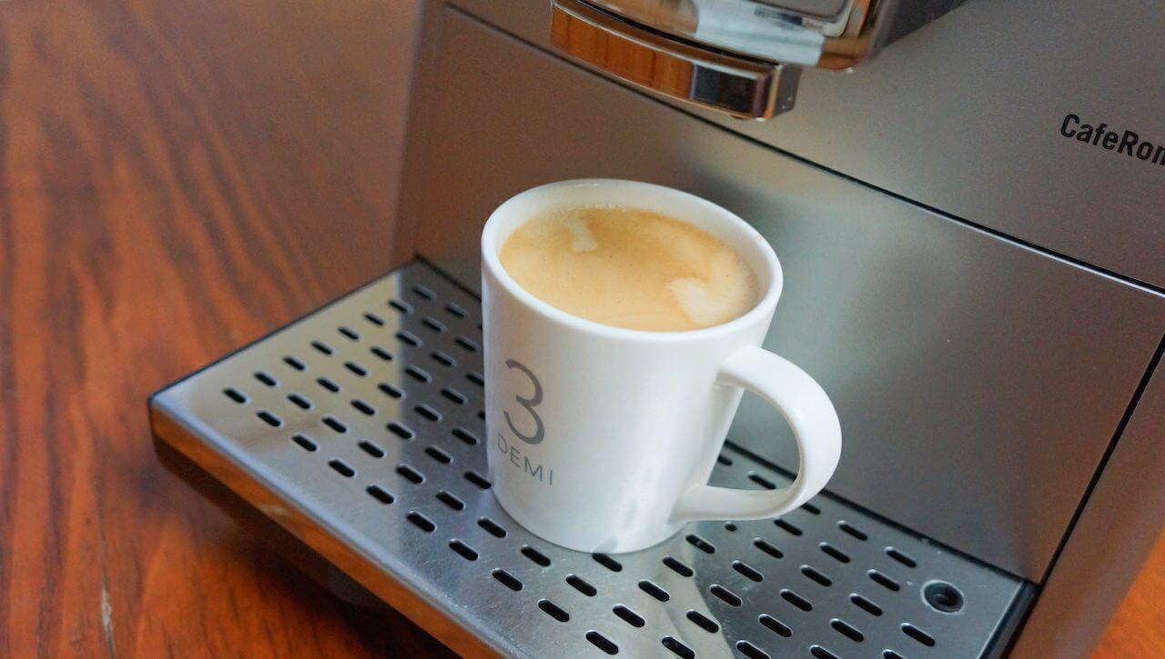 Brawo Zbyszku! Cafe Creme wykonałeś wzorowo. Przekręciłeś, nacisnąłeś, poleciało. Niezależna komisja ds. jakości kawy działająca pod moim przewodnictwem, uznała, że ta kawa jest śliczna.