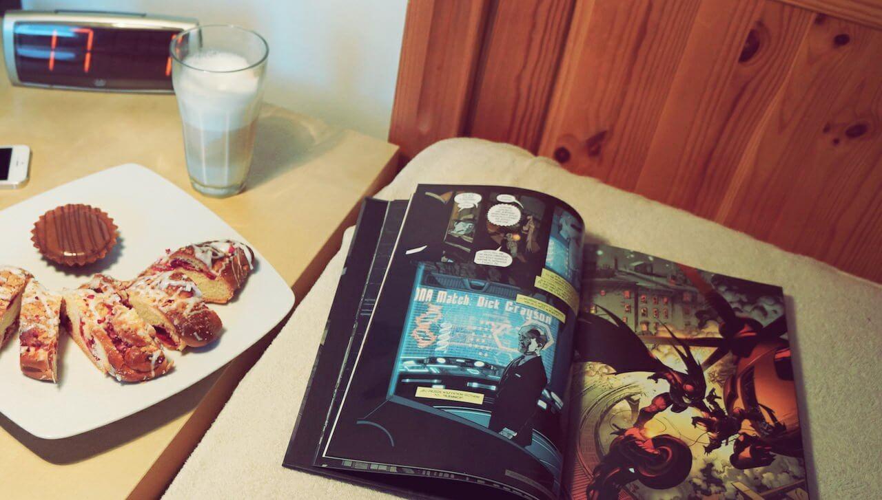 Po jakże ciężkim dniu testów, z przyjemnością oddałem się lekturze Batmana, zajadając warzywami i racząc kawą latte. Bez Zbyszka.